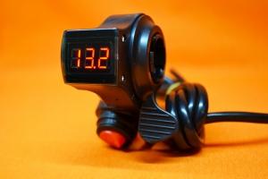 Ручка газа для электровелосипеда с вольтметром